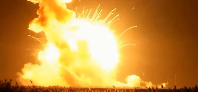 Неверојатна експлозија! Шатл од НАСА е уништен за време на полетувањето