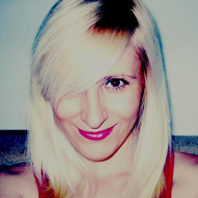 Твитер профил: Ана Ресана (@anafiljana)