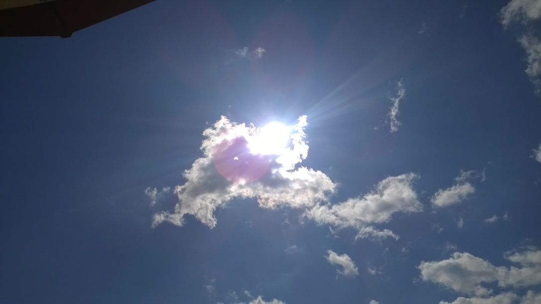 (1) Успешно неуспешни фотографии од денешното затемнување на Сонцето!