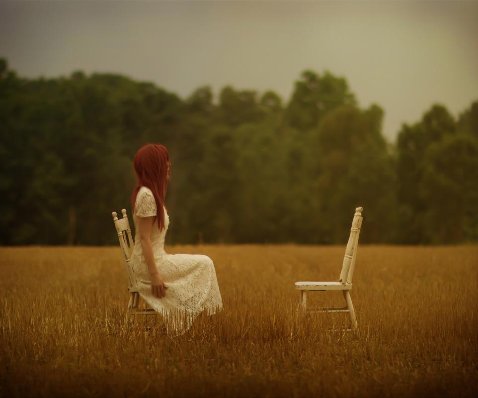 """Методот """"празна столица"""" во Гешталт психотерапијата"""