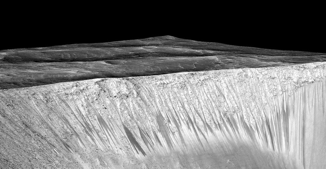 (2) Овие фотографии се цврст доказ дека на Марс постои солена вода во течна форма