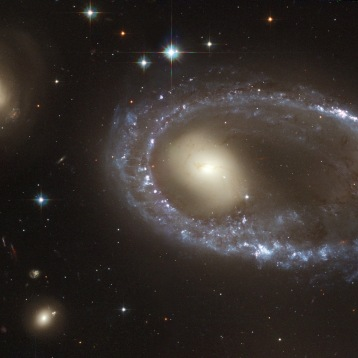 Необична прстенеста галаксија