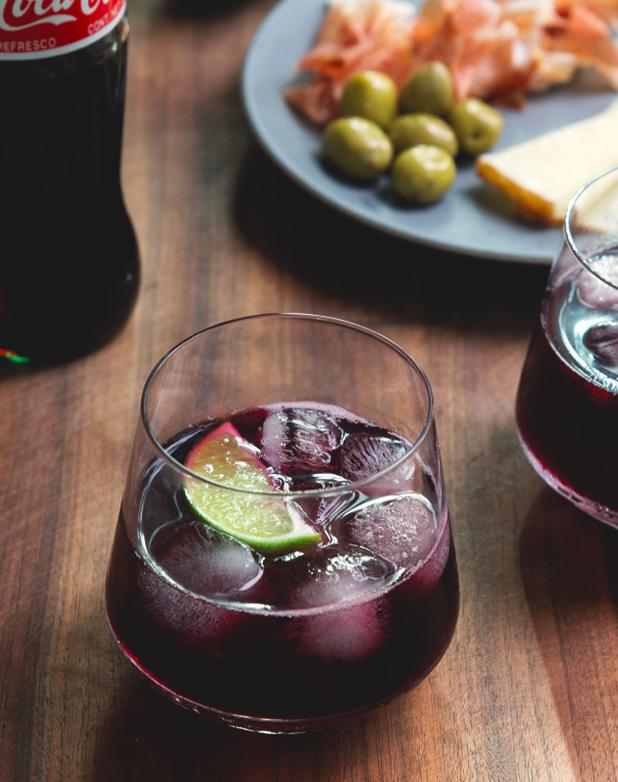 (4) Да, коктелите со вино во моментов се хит ширум светот!