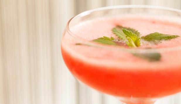 (8) Да, коктелите со вино во моментов се хит ширум светот!