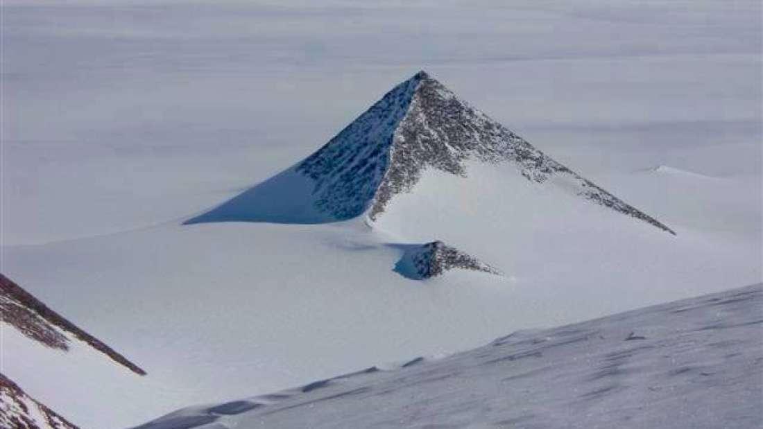 Дали на Антарктикот навистина има пирамиди?
