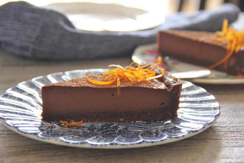 Безглутенски тарт со темно чоколадо, портокал и бадеми