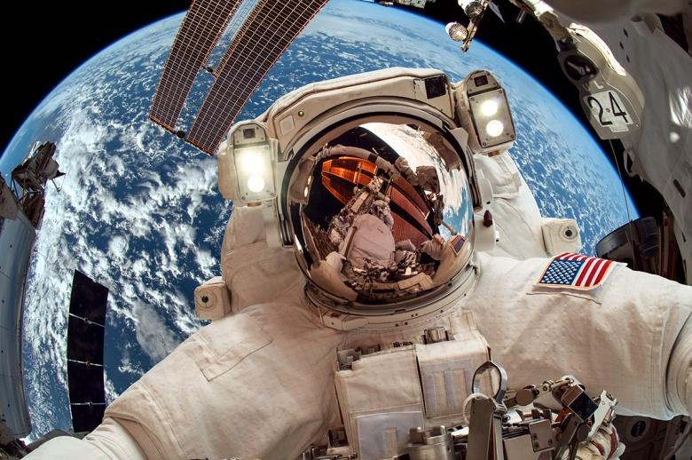 4 нешта што не ви е дозволено да ги правите во вселената