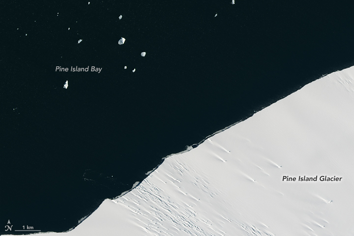Сателит од НАСА снимил огромно ледено парче што се одвојува од најголемиот глечер на Антарктикот